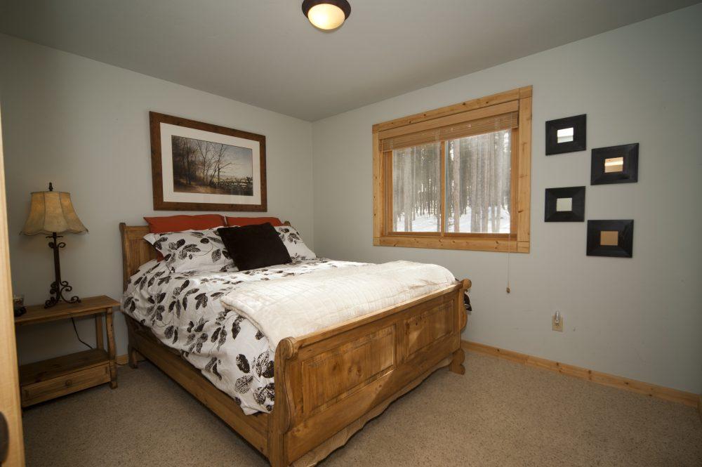 12 Queen Bedroom